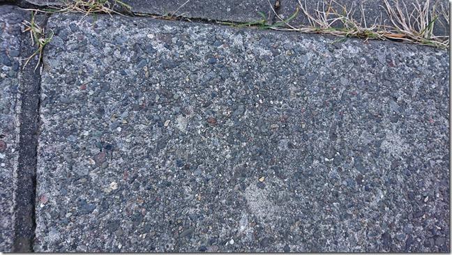 11側溝の石ころ