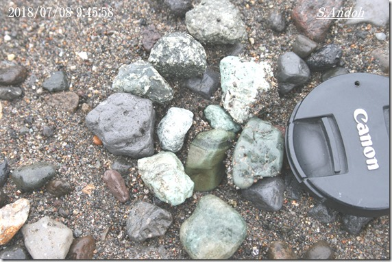30小さい硬い石ころ