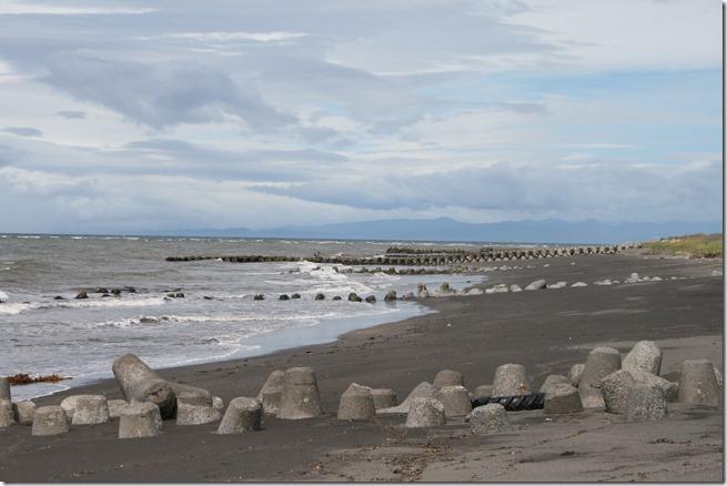 64 砂に沈む突堤
